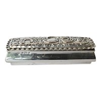 An Edwardian silver rectangular trinket box William M Hayes, Birmingham, 1901.