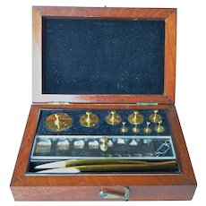Vintage set of cased jeweller's weights.
