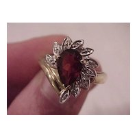 "Pear-Shaped Garnet ""Sunburst"" Ring - 14 KG - Size  7 1/2"