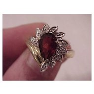 "Pear-Shaped Garnet ""Sunburst"" Ring - 14 KG - Size  7 1/2"