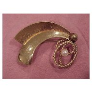 """Art Deco"" Design Brooch with Cultured Pearl - 10K GF"