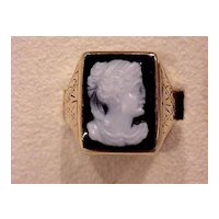 Lady's Onyx Cameo Ring - Slightly Post- Victorian Era - 14KG - Size 9