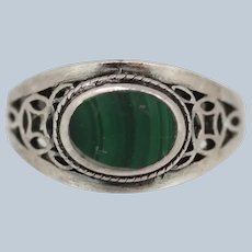 Sterling Silver Oval Green Stone Ring - Size 4.75