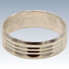 Sweet Sterling Silver Diamond Cut Band Ring - Size 7.5