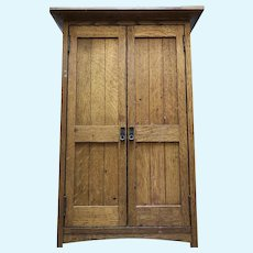 Stickley reproduction (by Stickley) Dolls Armoire and paneled bed