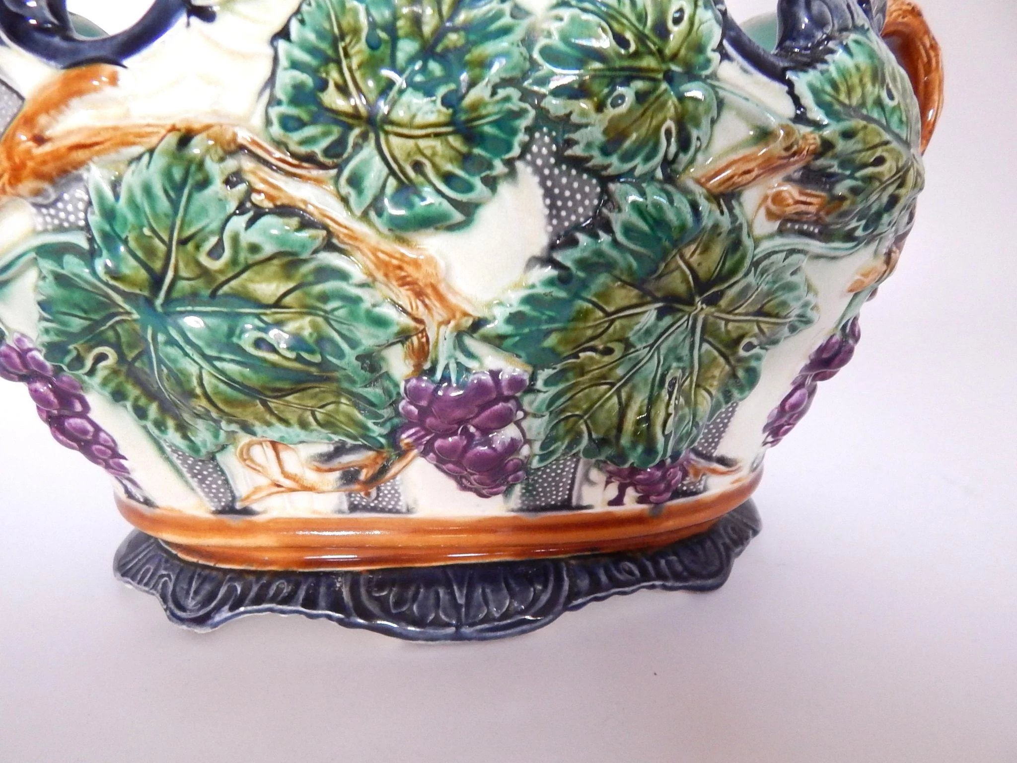 Exceptionally large french antique majolica jardiniere for Jardinier 78