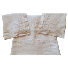 French Sheet and 2 Cases  Vintage in Finest Linen of Exceptional Large Size with Elegant Monogram