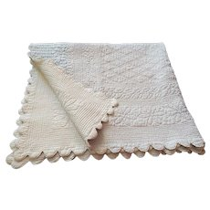 French Boutis with Scalloped Edge