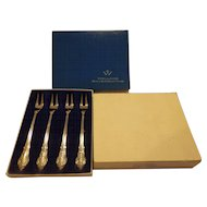 Wallace Silver Plate Set of 4 Boxed Grand Baroque Olive Forks Pickle No Monogram