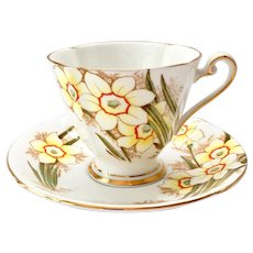Roslyn Bone China, England, Nancy #8213 Daffodils Teacup and Saucer