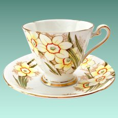 Roslyn Bone China, England, Nancy #8213 Daffodils Teacup and Saucer