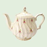 Sadler England #3692 Teapot Scattered Rosebuds on Gold Lattice