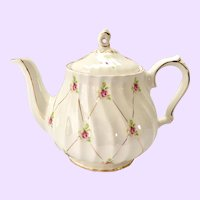 Sadler England #3692 Teapot Scattered Rosebuds on Gold Lattice