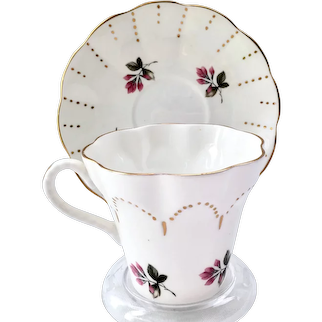 Crownford Bone China Staffordshire England Gold Scallop Pink Rosebuds Teacup