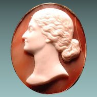 Fine cameo of lovely women signed by Tomasello Saulini