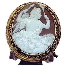 Museum quality cameo of Venus with love doves