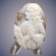 Nice cameo of praying angel
