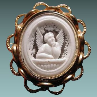Victorian cameo of cherub with glass back