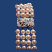 Fabulous pearl bracelet with diamond and sapphire catch