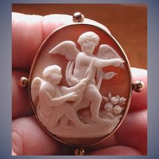 Cameo of 2 cherubs with arrows