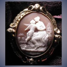 Fabulous cameo of Venus and Cupid-The kiss