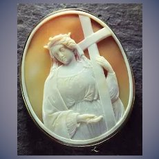 Large rare cameo of Mary at the cross with nails