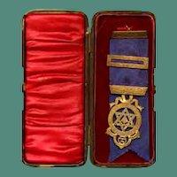 NIce silver Masonic medal in original box