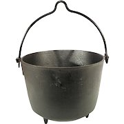 Antique Cast Iron Kettle Cauldron Cowboy Camp Fire Reenactment Hanging 2 Gal Pot