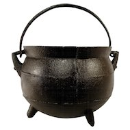 Antique Small Half Gallon Cast Iron Footed Hanging Ribbed Camp Fire Kettle Cauldron Gypsy Pot