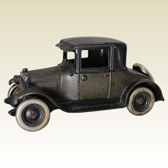 "1926-1928 Large 8"" Cast Iron Arcade Chevrolet Coup"