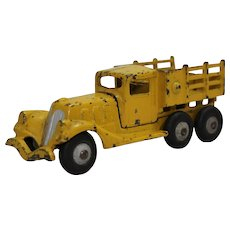 "1933-1935 Hubley Detachable Body 6 1/2"" Cast Iron Stake Truck"
