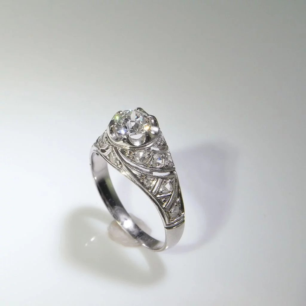 1920s Art Deco Engagement Ring Diamond Ring In Platinum