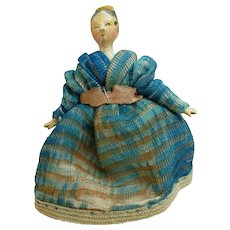 Doll grodnertal hairstyle with the bun and the comb circa 1820.
