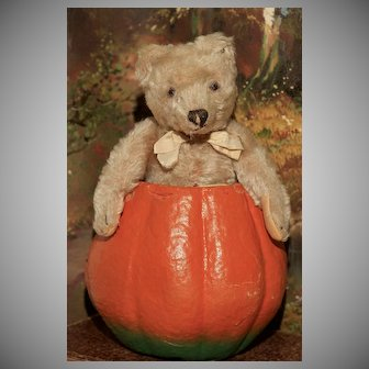 """'ERNEST' - a  9"""" Cream Colored TEDDY BEAR by Steiff with Button"""