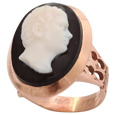 18 kt Hardstone Cameo Ring of A Poet.c. 1870