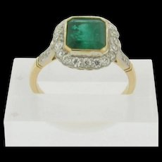 Superb Art Deco 2 CT Gem Quality Emerald 26 White Diamonds 18K Yellow Gold Ring