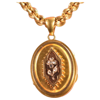 Beautiful 18k Chain & Lovely Diamond Decorated 18k Gold Locket