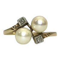 1940s Toi et Moi 14K Gold Cultured Pearls and Diamond Ring