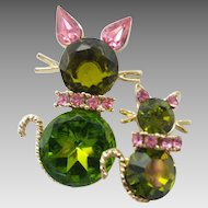 Vintage Signed Dodds Olivine Green & Pink Rhinestone Momma & Baby Cat Pin Set