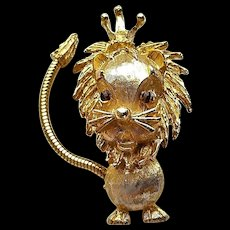 Vintage Signed ART Lion With Crown King of Beasts Dangle Tail Figural Pin Brooch