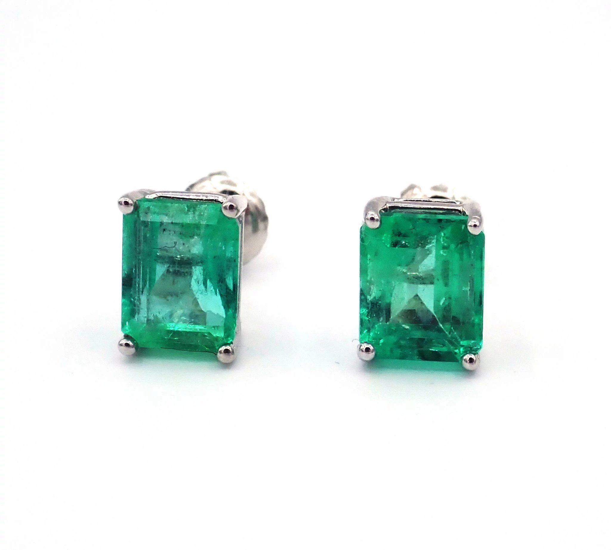 lever kind product earrings a and pair diamond one of emerald colombian pear shaped closures natural with back