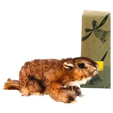 """2310,00Boxed STEIFF Murmy the Groundhog; 6"""" long. Limited Edition in 2 Sizes from 1960 to 1964  and This Steiff  was from 1960."""