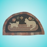 Vintage Folk Art Mama Cat & Kitten Semi-Circle Hooked Rug