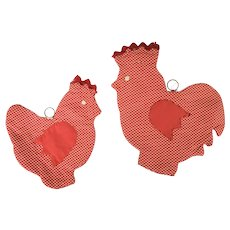Pair Vintage Folk Art Chicken Pot Holders w/Tulip Wings