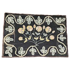 Antique Early 1900's Near Mint PA. Amish Folk Art Bouquet of Flowers Hooked Rug