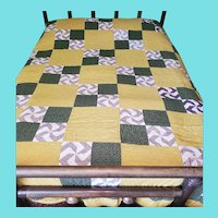 Near Mint Antique Late 19th Early 20th C. Fly Foot Pattern Quilt
