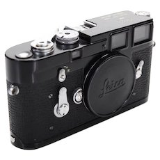 Leica M3 Black 1959 Professional Rangefinder Camera-Near Mint