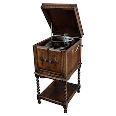 "Itonia ""Hand Crank"" Gramophone w/Beautiful carved Oak cabinet c.1910s"