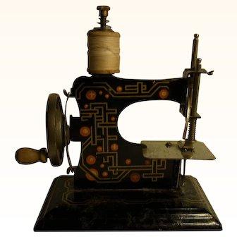 Vintage German ca. 1920´s Child's Toy Sewing Machine Doll Accessories