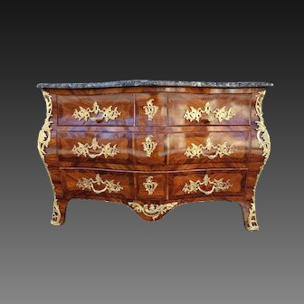 French 18 th C commode in marquetry with punch of Jurande